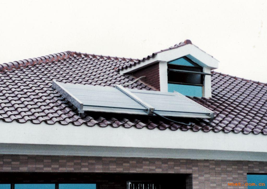 该方案的优点: 打开水龙头就有热水,迅速及时,无需等待。 节省家庭空间。由于中央热水器或储水罐一般放在阳台上、地下室、厨房等地方,不占用日常的家庭生活空间,美化居室。 与太阳能热水器不同,空气能热水器不受外界环境影响,一年365天可随时用热水,安装完毕后对建筑外檐没有破坏,不碍观瞻。 与燃气热水器相比,其优势十分明显,首先没有燃气泄露问题,用水安全可以保证;空气能热水器运行费用比燃气热水器节省达51.